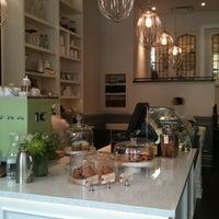 3/17/2012 tarihinde laurie D.ziyaretçi tarafından Tori's Bakeshop'de çekilen fotoğraf