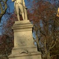 รูปภาพถ่ายที่ Alexander Hamilton Statue โดย Jonathan H. เมื่อ 11/19/2011