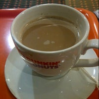 Photo taken at Dunkin' Donuts by Leonardo A. on 10/3/2011