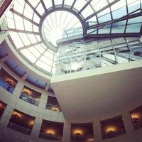 4/4/2012 tarihinde Giovanni Walter V.ziyaretçi tarafından San Francisco Public Library'de çekilen fotoğraf