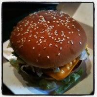 Foto tomada en McDonald's por Markislav P. el 5/21/2012