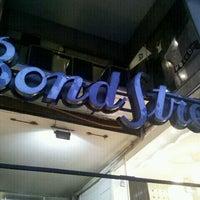 Foto tirada no(a) Bond Street por Isaías M. em 5/18/2012