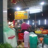 Photo taken at Restoran Xia Seng 香城海鲜餐室 by Alan Y. on 9/5/2011