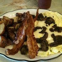 Das Foto wurde bei Sulimay's Restaurant von Jayson M. am 8/11/2012 aufgenommen