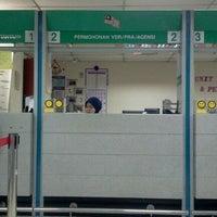 Photo taken at Jabatan Imigresen Malaysia (Immigration Department of Malaysia) by Norasherin B. on 10/3/2011