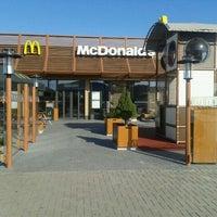 Снимок сделан в McDonald's пользователем Andrzej P. 9/25/2011