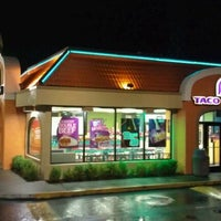 Photo taken at Taco Bell by Arden J. on 7/26/2011