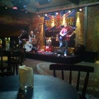 Foto tirada no(a) Buxixo Rock Bar por Jhemis D. em 8/28/2011