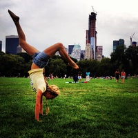 Foto tirada no(a) Sheep Meadow por Semyon M. em 8/19/2012