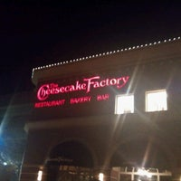 Photo taken at The Cheesecake Factory by Osmar L. on 11/18/2011