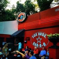 Das Foto wurde bei Fox Bros. Bar-B-Q von Mark H. am 5/5/2012 aufgenommen