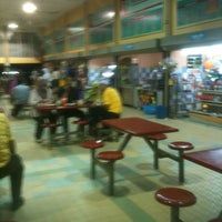 Photo taken at R&R Gua Musang (Lama) by ZULKIFLI M. on 1/2/2012