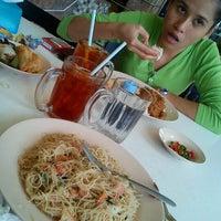 Photo taken at Restoran Ali Mama by Amyraa N. on 11/7/2011