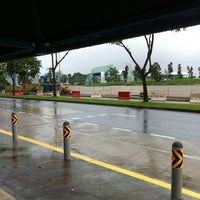 Photo taken at Bus Stop 77029 (Blk 571) by Yi Chye N. on 1/30/2011