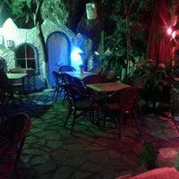 6/9/2012 tarihinde Egemen & Hande D.ziyaretçi tarafından Castle Bar'de çekilen fotoğraf