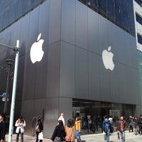 รูปภาพถ่ายที่ Apple Store โดย Takahiro Y. เมื่อ 3/20/2012