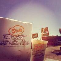 Foto tomada en Dick's Drive-In por Maggie H. el 8/25/2012