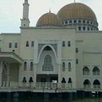 Photo taken at Masjid As-Salam (مسجد السلام) by Nazleela M. on 9/24/2011