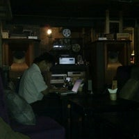 Photo taken at Caffe Mộc Hi-end by Thảo M. on 9/15/2011