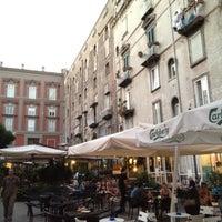 Foto tirada no(a) Piazza Vincenzo Bellini por Ezio P. em 8/25/2012