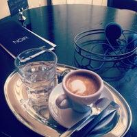 Das Foto wurde bei Café Noir von Mark J. am 9/24/2011 aufgenommen