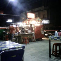 Photo taken at Ayam Bakar Bulungan by Anthonny A. on 6/14/2012