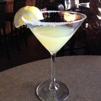 Das Foto wurde bei Twigs Bistro & Martini Bar von T L. am 4/4/2012 aufgenommen