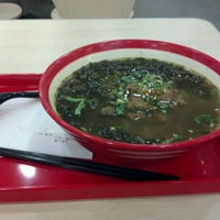 Photo taken at 厚粮酸菜牛肉拉面 Hou Liang Pickled Beef Noodles by Wei G. on 4/9/2012