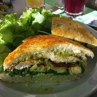 Foto tomada en Loreto Garden Bar por Mariela I. el 7/28/2011