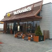 Снимок сделан в McDonald's пользователем Eleonora P. 4/13/2012