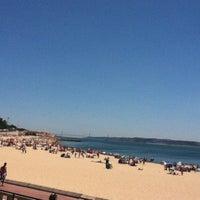 Foto tirada no(a) Praia de Santo Amaro de Oeiras por Jayguer V. em 7/22/2012