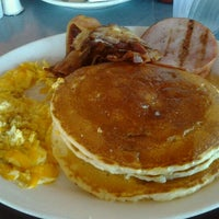 Photo taken at Broadway Diner by Yvonne E. on 9/5/2011