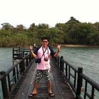 Photo taken at โรงแรมเกาะเหลายารีสอร์ท by Achanai B. on 4/1/2011
