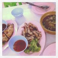 Photo taken at Hai ส้มตำคอนแวนต์ (Som Tum Convent) by mymot ♧. on 5/5/2012