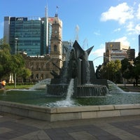 Foto diambil di Victoria Square/Tarndanyangga oleh Bruce M. pada 3/3/2012