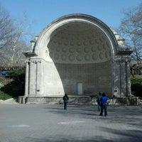 3/26/2012 tarihinde Darrik F.ziyaretçi tarafından Central Park - Amphitheater'de çekilen fotoğraf