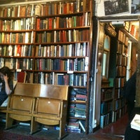 Photo prise au Shakespeare & Company par Thais T. le5/21/2012