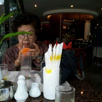 Photo taken at Twin Lotus Resturant by Boonchai B. on 9/2/2012