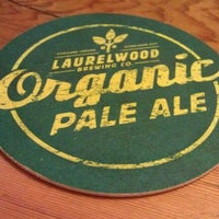 Photo prise au Laurelwood Public House & Brewery par Monica H. le1/12/2012