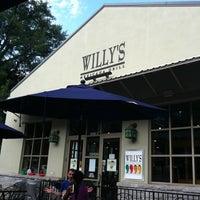 รูปภาพถ่ายที่ Willy's Mexicana Grill #8 โดย Cjd A. เมื่อ 7/17/2011