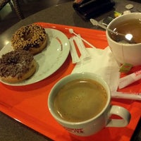 Photo taken at Dunkin' Donuts by Avin J. on 1/26/2012