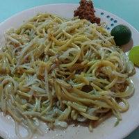 Photo taken at Toa Payoh Lorong 8 Market & Food Centre by Elisha on 3/31/2012