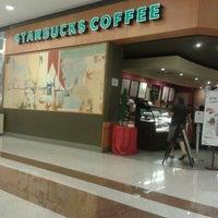Foto tirada no(a) Starbucks por Aline C. em 1/22/2012