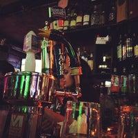 5/13/2012 tarihinde Rod R.ziyaretçi tarafından 7B Horseshoe Bar aka Vazacs'de çekilen fotoğraf