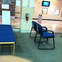 Снимок сделан в Erie County Auto Bureau (NYS DMV) пользователем Hawkeye 6/12/2012