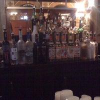 3/25/2011 tarihinde Valerie M.ziyaretçi tarafından Bar'de çekilen fotoğraf