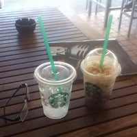 Foto tomada en Starbucks por Steven R. el 9/1/2012