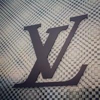 รูปภาพถ่ายที่ Louis Vuitton โดย Daria Y. เมื่อ 7/28/2012