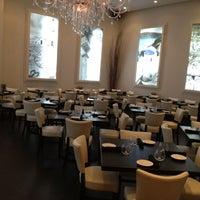 Foto tirada no(a) Meli Restaurant por Bill H. em 9/9/2012