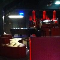 Das Foto wurde bei Wombat's City Bar von Vince C. am 2/25/2012 aufgenommen